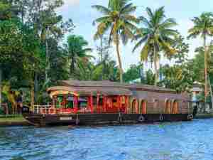 deluxe houseboat packages in kerala